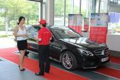 Mercedes-Benz chăm sóc xe cho khách hàng đi du lịch hè