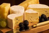 Thu hồi phô mai sữa bò nhiễm khuẩn Listeria của Pháp