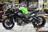 """Người Thái """"độ full option"""" Kawasaki ZX-10R bằng sợi carbon"""