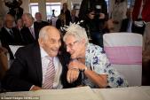 Hai cụ già trăm tuổi kết hôn sau 27 năm ở chung