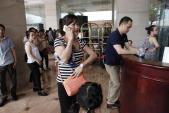 Hà Nội: Chen nhau nghẹt thở mua đồ hiệu giảm giá
