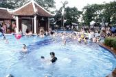 Phái đẹp Hà thành tưng bừng dự tiệc dưới nước