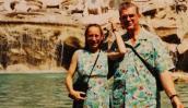 Lạ lùng cặp vợ chồng mặc đồ đôi suốt 37 năm