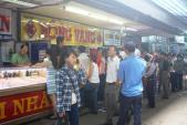Nguyên do hàng trăm người đổ xô đến chợ Đông Ba bán vàng