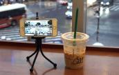 Đi cafe thì chỉ cắm mặt vào smartphone mà bấm