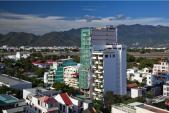 Nha Trang: Khách sạn 12 tầng phủ xanh nổi bật với bể bơi lưng trời