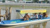 Nông dân Việt chế xuồng chạy bằng pin mặt trời