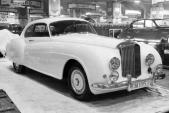 """Chiếc Bentley """"đồng nát"""" của cha đẻ 007 có giá hơn 37 tỷ"""