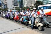Hàng trăm Vespa cổ tụ hội tại Festival biển Nha Trang 2015