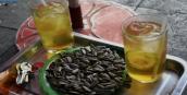 250 nghìn đồng 1 đĩa hướng dương, 50 nghìn 1 cốc trà chanh trên cầu Long Biên