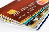 Phí ATM: Cấm ngân hàng thu ngoài biểu ban hành