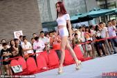 Khán giả ngao ngán vì thiếu nữ hớ hênh với quần 5cm