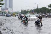 Mưa dầm, 64% diện tích TPHCM ngập nước