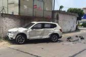 Chồng lái Mercedes đâm nát BMW của vợ
