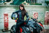 """Nữ biker Việt """"nài cứng"""" quái vật Kawasaki Z800"""