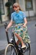 Phong cách dạo phố với xe đạp của sao Hollywood