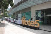 Xếp hàng 23 tiếng đồng hồ ở TP.HCM để mua Samsung Galaxy Note 5 đầu tiên