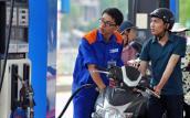 Giá xăng dầu hôm nay sẽ được điều chỉnh ra sao?