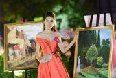 Người đẹp HH Hoàn vũ VN khoe vai thon tại dạ tiệc