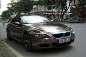 Ngắm BMW M6 mui trần dán decal màu độc trên phố Việt