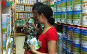 """Giá sữa trong nước """"án binh bất động"""" bất chấp giá nguyên liệu giảm"""