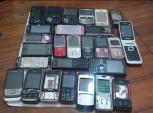 Thu giữ hơn 100 điện thoại di động cũ vận chuyển từ Nhật về Việt Nam