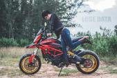 """Mẫu Việt cá tính bên Ducati Hypermotard lên tem """"độc"""""""