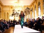 Show thời trang toàn người mẫu lùn ở Paris