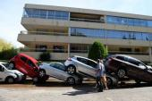 """Hàng chục ngàn ôtô, siêu xe """"tan nát"""" sau lũ lớn tại Pháp"""