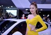 Chân dài khoe sắc tại triển lãm ôtô quốc tế Việt Nam 2015