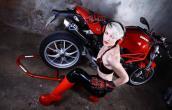 """Siêu mẫu cosplay bên dàn xế nổ Ducati cực """"khủng"""""""