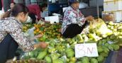 Chợ hoa quả đồng giá 8.000 đồng/kg ở Hà Nội