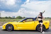 """Chevrolet Corvette hàng độc sánh đôi với """"công chúa Tattoo"""""""
