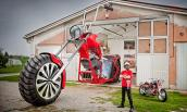 Môtô chopper khổng lồ cao hơn 5 mét đạt kỷ lục Guinness