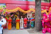 Thái Tuấn tặng quà mừng khai trương showroom mới