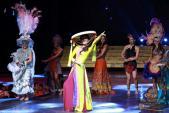 Lan Khuê mặc áo tứ thân thi tài năng tại Miss World