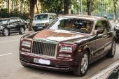 Rolls-Royce Phantom Lửa Thiêng 51 tỷ lăn bánh tại HN