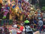 Phố Hàng Mã tràn ngập đồ chơi Giáng sinh