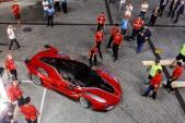 """Ferrari FXX K """"đọ súng"""" với McLaren P1 GTR trên đường đua"""