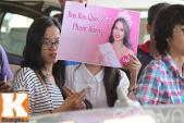 Phạm Hương về nước gây tắc nghẽn sân bay Tân Sơn Nhất