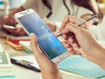 """Bộ tứ smartphone cỡ lớn """"gây bão"""" trong năm 2015"""