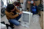 Rét lịch sử: Người Hà Nội xếp hàng mua thực phẩm, đồ sưởi ấm