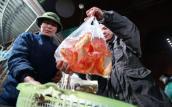 Ngày ông Táo: Giá cá chép đỏ từ ao nuôi đến bán lẻ tăng gấp 3
