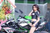 """PG girl Kawasaki quyến rũ bên """"siêu phẩm"""" H2 tại Sài Gòn"""