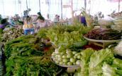 Giá cả Hà Nội và TPHCM chỉ tăng nhẹ dịp Tết