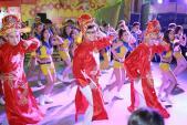 """Giới trẻ Sài thành háo hức với phiên bản """"Thần tài nhảy Flashmob"""""""