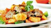 Thịt heo xào khoai tây thơm nức cho bữa cơm đầu tuần