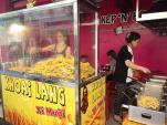 Hàng khoai lang lắc phô mai ngày bán 100kg, thu 5 triệu đồng
