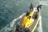 Siêu xe đua F1 Renault lướt ván mạo hiểm trên biển