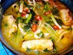 Canh cá nấu dấm, khoai tây xào thịt băm cho bữa cơm trưa đầu tuần